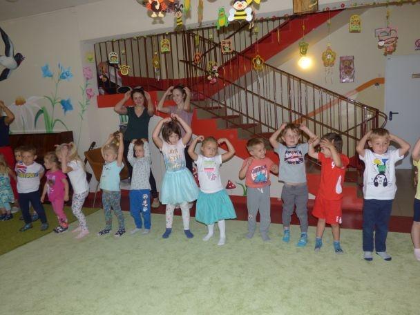 wspólna zabawa z dziećmi z przedszkola